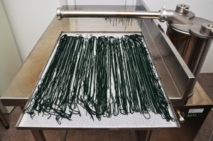 spaghettis de spiruline sur claie